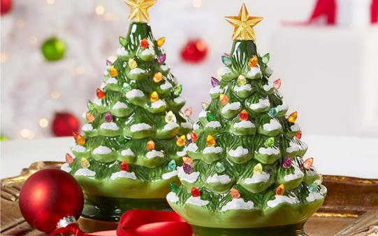 DG34906_101518_ContentStory_3pk_HO_Christmas_Decor_Trees